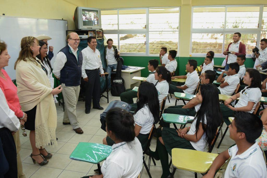 Inaugura Graco Ramírez nuevo plantel de educación media superior en Hueyapan
