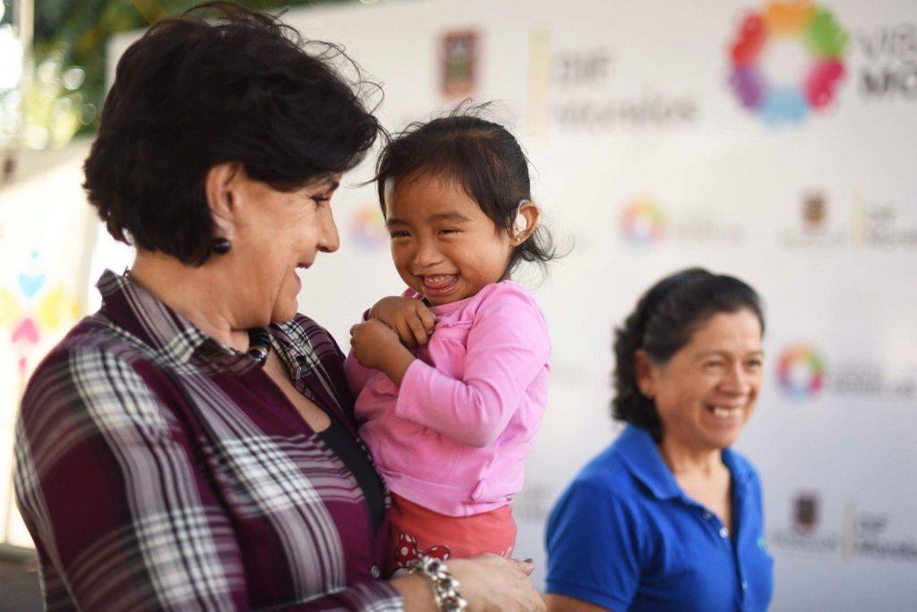 DIF Morelos y Beneficencia Pública combaten discapacidad auditiva